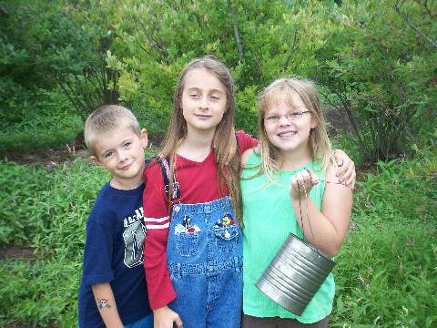 eli, emma and rachel blueberry picking