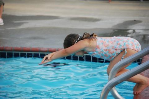 Diving girl!