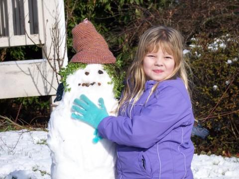 Rachel builds a snowman